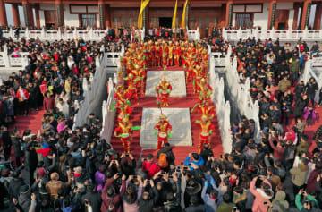 元宵節を祝う無形文化遺産のイベント開催 河北省隆尭県