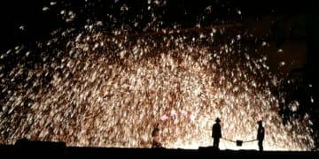 勇者の遊び、「打樹花」で新春を祝う 河北省張家口市