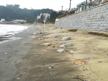 砂の流失が確認されたハクサビーチ南西部(写真:DSAMA)