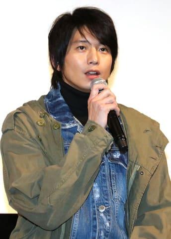 「約束のステージ ~時を駆けるふたりの歌~」の完成披露試写会に登場した向井理さん