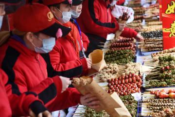 伝統的な「糖球会」開催 山東省青島市