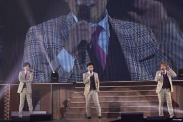 ファンミーティングを行った(左から)稲垣吾郎さん、草なぎ剛さん、香取慎吾さん(撮影:宮脇進)