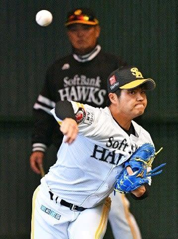 ソフトBドラ1甲斐野 監督直伝!!工藤カーブ 球速差40キロ 直球生かす新兵器