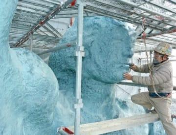 平和祈念像、修復本格化 足場の中で塗装の下準備 [長崎県]