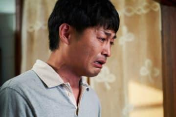 映画『母を亡くした時、僕は遺骨を食べたいと思った。』より - (C) 宮川サトシ/新潮社 (C) 2019「母を亡くした時、僕は遺骨を食べたいと思った。」製作委員会