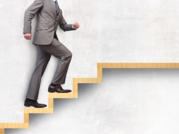 エン・ジャパンが「経営者の採用」についてアンケートを実施。「経営者求人は増加傾向」と回答したコンサルタントは6割。業種は「IT」「製造」。候補は「40代後半」「現在年収1000程度」。