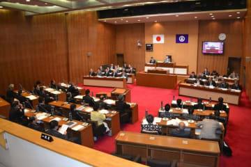 角田前副議長に対する15回目の辞職勧告決議案を全会一致で可決した小山市議会=19日午後2時40分、小山市議場