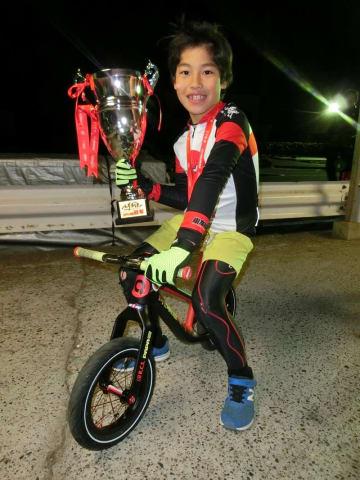 ランバイクの世界選手権で優勝した高平君