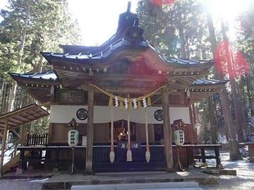 御岩神社拝殿(Papakuroさん撮影、Wikimedia Commonsより)