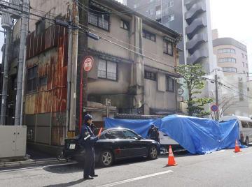 強盗殺人事件が起きた現場の住宅=20日午後、広島市