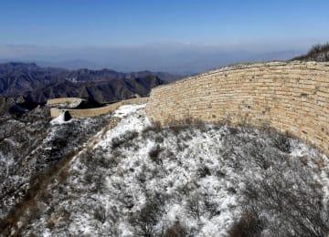 様辺長城が雪化粧 河北省懐来県