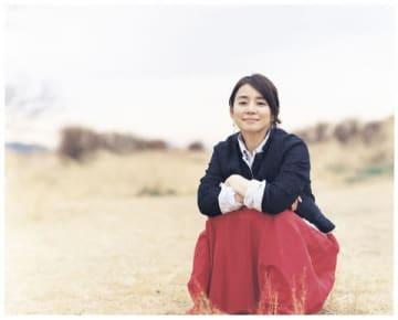 ライフスタイル誌「&Premium」2019 APR.に登場する石田ゆり子さんのビジュアル