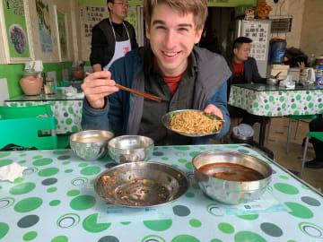 白酒、火鍋、春聯-米国の若者が四川で体験した中国のお正月