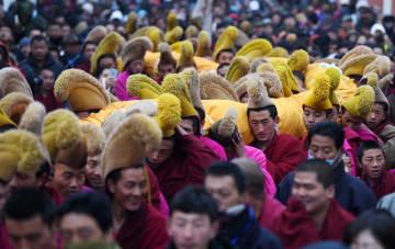 「世界のチベット学学府」ラプラン寺でモンラム祭