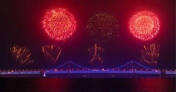 夜空を彩る元宵節の花火大会 遼寧省大連市