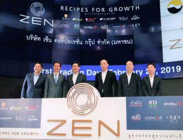 タイ証券取引所のメインボードに上場したゼン・コーポレーション・グループの関係者=20日、バンコク(NNA撮影)