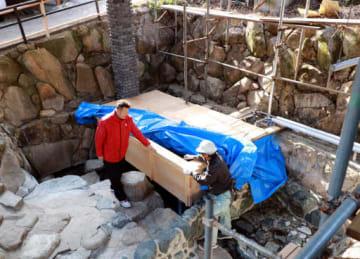 ヒノキ風呂が設置された湯元
