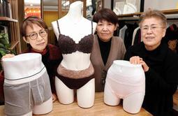 姿勢を良くする下着を開発・販売する「ラ・ピアンタ」の(左から)杉谷治美さん、四宮由幹さん、日野生子さん=東灘区本山北町3