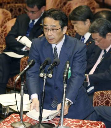 衆院予算委で答弁する中江元哉・元首相秘書官=21日午前