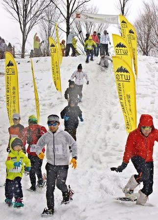 雪上ランニングなどを楽しんだ「ウインター・トレイル・ゲームス 越後雪獅子祭」=三条市