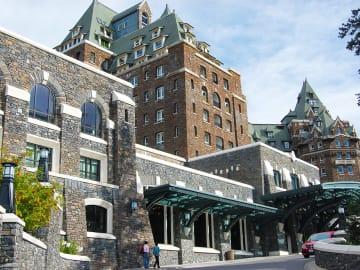 豪華な宮殿を思わせるバンフのラグジュアリーホテル【カナダ】