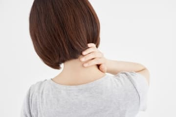 スマホ首の人におすすめ!首こりが劇的に消える「天柱体操」