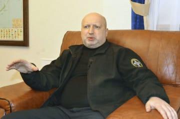 取材に応じるウクライナのトゥルチノフ国家安全保障防衛会議書記=キエフ(共同)