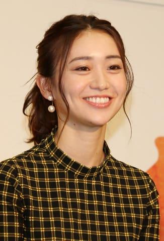 NHK大阪放送局で行われた会見に出席した大島優子さん