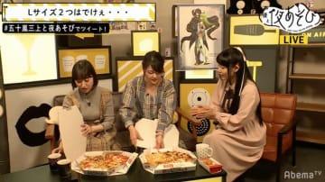 """C.C.役の声優・ゆかな""""大好物""""のピザを食べながら「コードギアス」への思いを語る"""