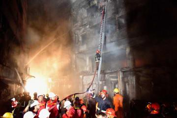 バングラデシュの首都ダッカで火災、56人死亡