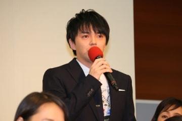 NHK大阪放送局で行われた会見に出席した林遣都さん