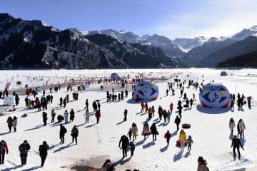 冬季観光の人気高まる 新疆天池