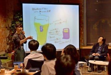 新商品のアイデアを発表する参加者=横浜市中区