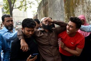 バングラデシュ首都の火災、死者81人に