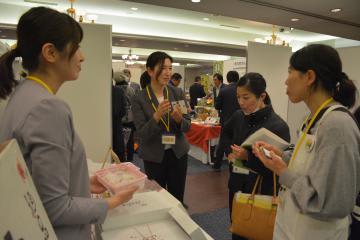 33事業者が県産品を使った加工食品をPRしたフードビジネスフェア=水戸市白梅