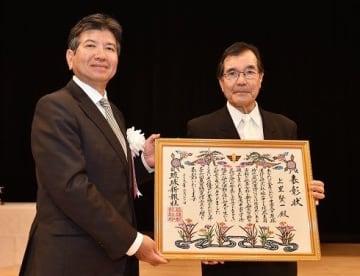 琉球漢詩研究 先駆け 東恩納寛惇賞 上里氏に贈呈