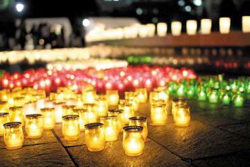 ろうそくの炎が境内を照らす「救邪苦キャンドルナイト」は3月9日夕方から開催(久伊豆神社提供)