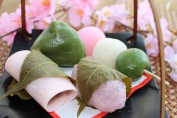 お店で手づくりの季節の和菓子「桜餅」