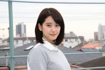 ドラマ「平成物語 ~なんでもないけれど、かけがえのない瞬間~」で主演を務める山崎紘菜さん