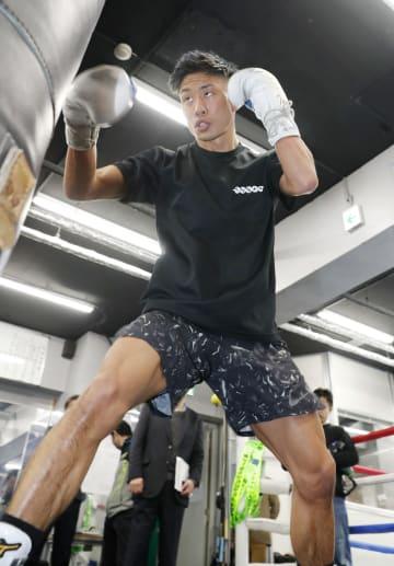 世界初挑戦に向け、練習を公開したWBOミニマム級の谷口将隆=東京都品川区のワタナベジム