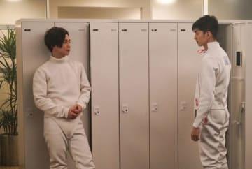 俳優の千葉雄大さん(左)と松田翔太さんが出演する連続ドラマ「家売るオンナの逆襲」の第7話の1シーン(C)日本テレビ