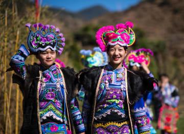歴史あるイ族の村でファッションショー開催 雲南省楚雄