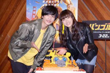 映画「バンブルビー」の日本語吹き替え版キャスト公開アフレコに登場した志尊淳さん(左)と土屋太鳳さん