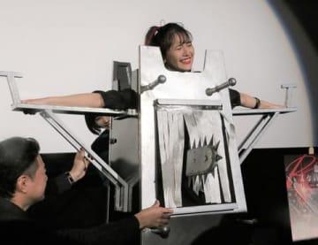 映画「血まみれスケバンチェーンソーRED」の公開記念初日舞台あいさつに登場した浅川梨奈さん