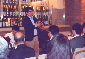 地域商社がテーマのイベントで南山城村の道の駅などについて話す森本社長(東京都内)