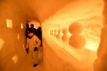 往年の宿場町、優しくともる 西川・志津温泉で「雪旅籠の灯り」