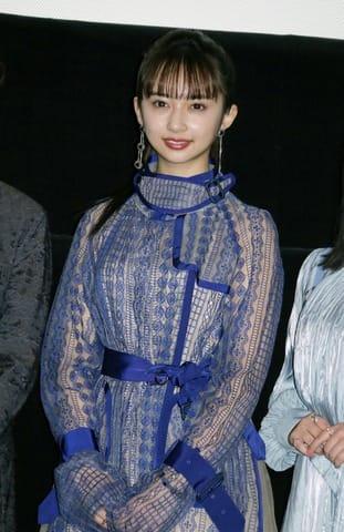 映画「お前ら全員めんどくさい!」の初日舞台あいさつに登場した小宮有紗さん