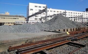 東武鉄道 東上線 下板橋電留線のバラスト山脈とトマトパスタ