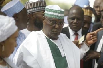 投票のためナイジェリア北東部ヨラを訪れたアブバカル元副大統領=23日(AP=共同)