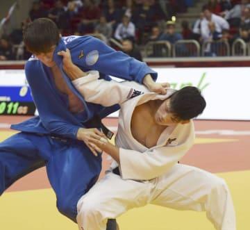 男子73キロ級で決勝進出を決めた大野将平(右)=デュッセルドルフ(共同)